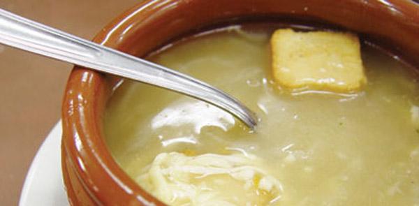 Sopa rápida de cebola deliciosa