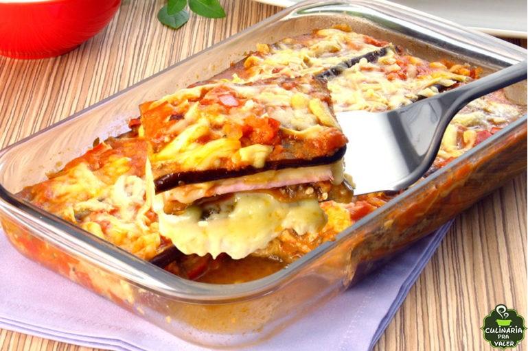 Lasanha de berinjela com presunto e queijo uma delícia