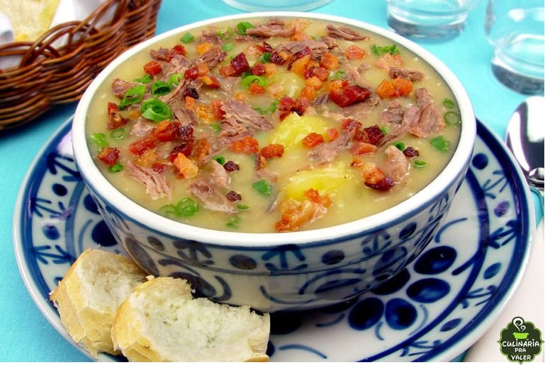 Sopa de mandioca com músculo e bacon