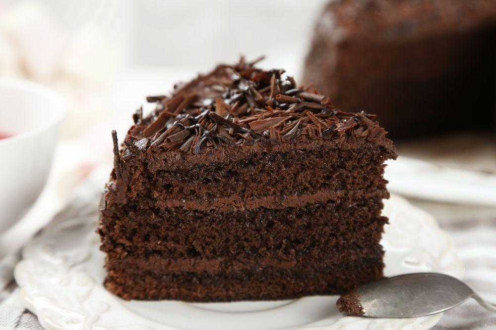 Receita de bolo de chocolate fofinho e molhadinho