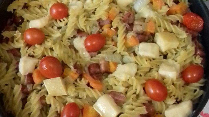 Receita de macarrão alho e óleo ao forno com linguiça e queijo