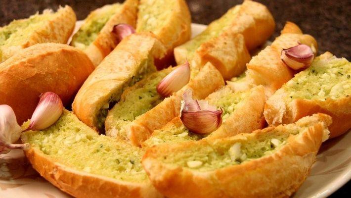 Receita de pão de alho para churrasco com pão francês amanhecido