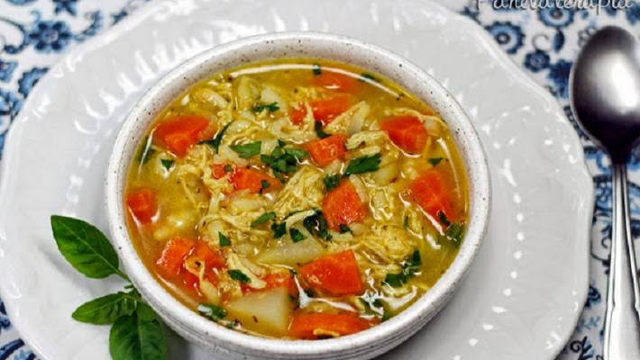 Receita de sopa de frango com legumes e macarrão