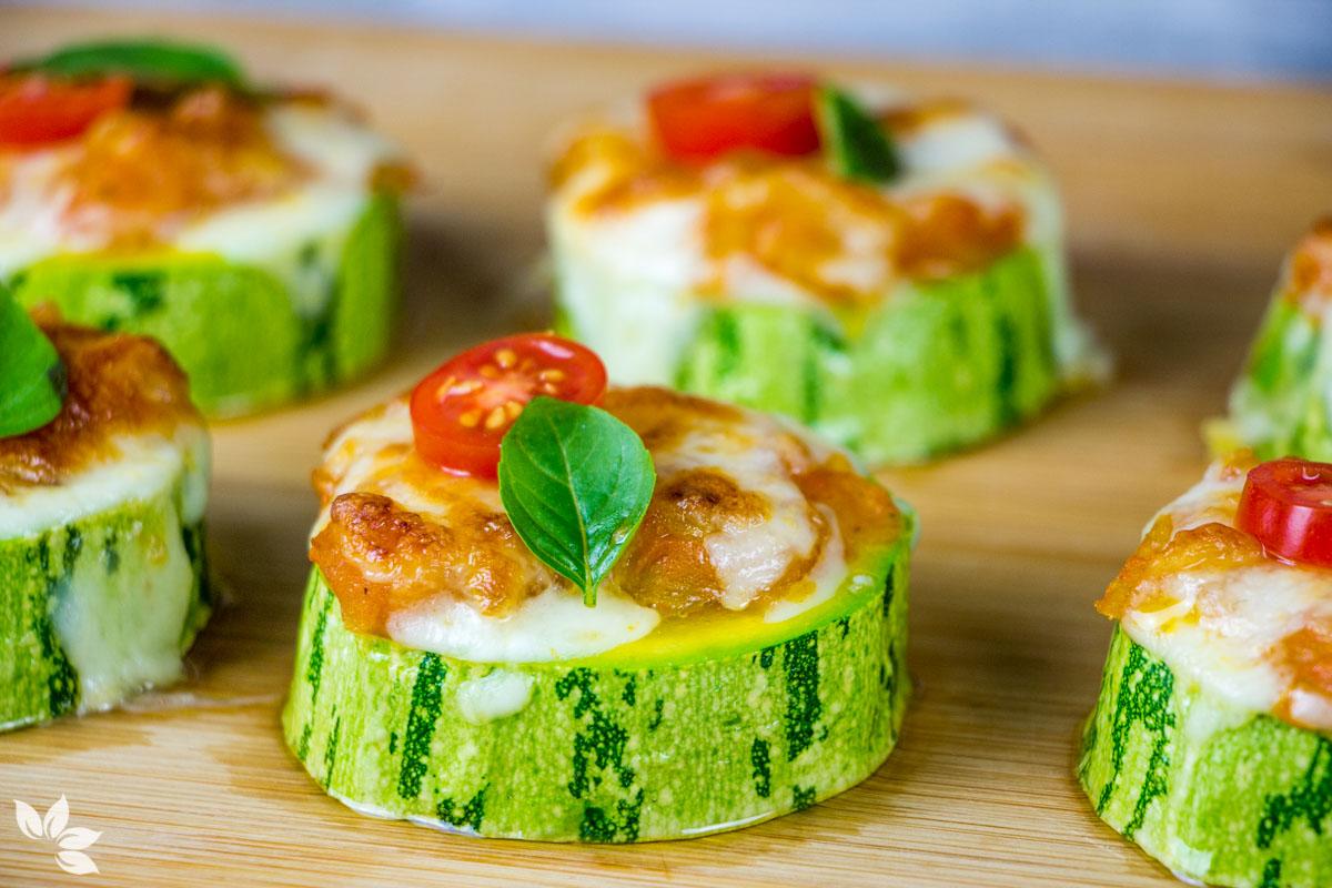 Receita de petisco fácil de abobrinha e tomate