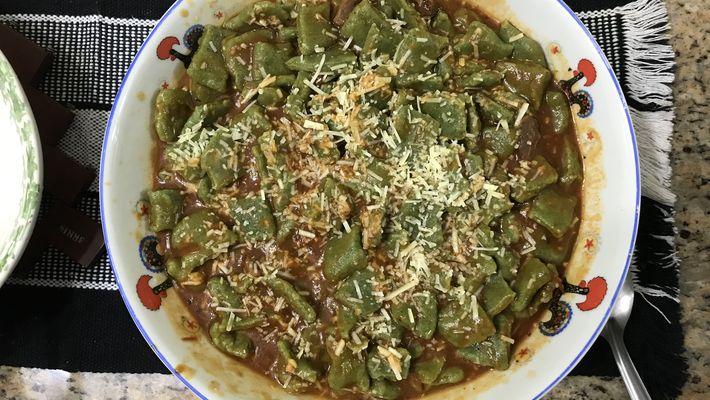 Receita de ravioli de espinafre ao molho