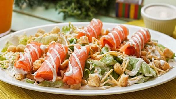 Receita de salada caesar de salmão