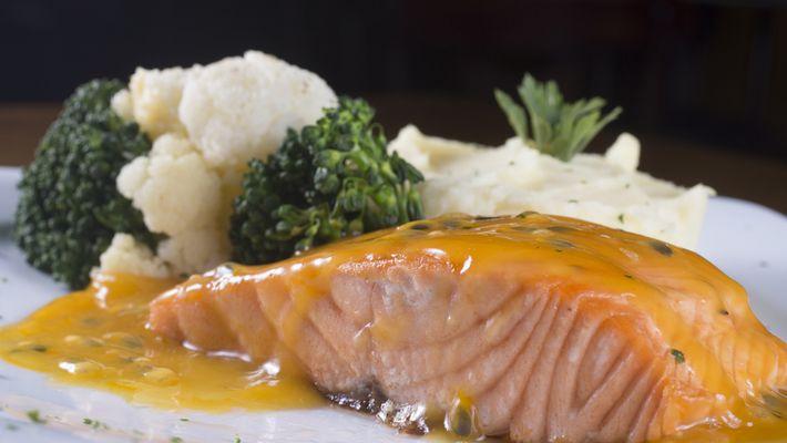 Receita de salmão com molho de maracujá