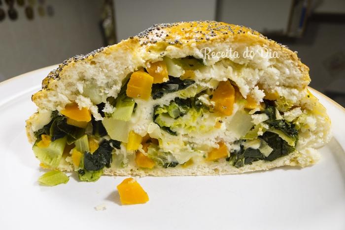 Pão recheado com legumes