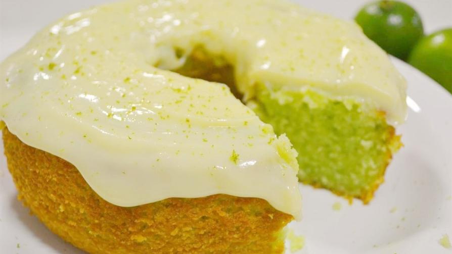 Receita do bolo verde de limão com cobertura