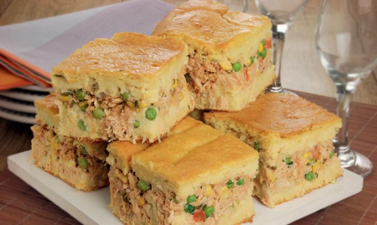 Torta caipira de frango com massa de milho verde