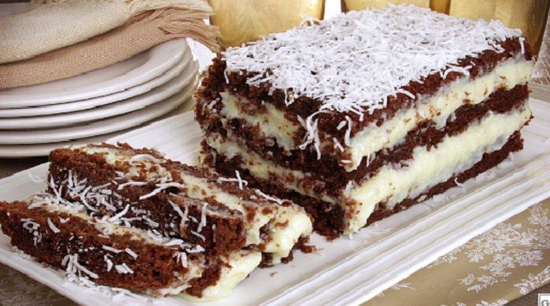 Bolo gelado de coco e chocolate
