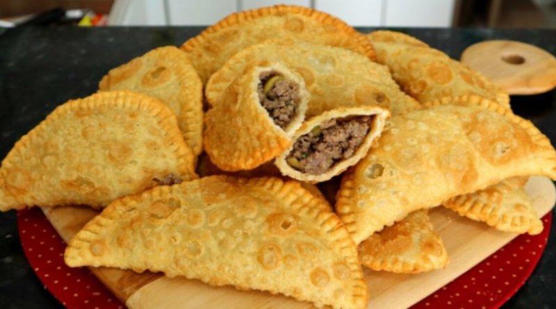 Pastel de carne caseiro sequinho e delicioso