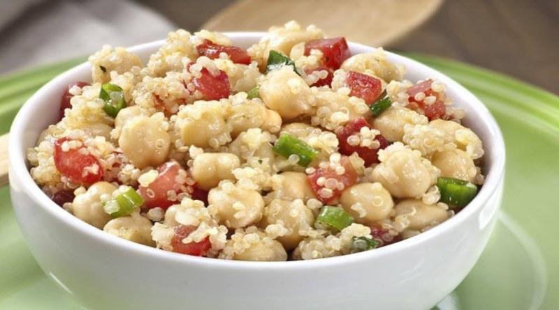 Salada de quinoa com grão de bico