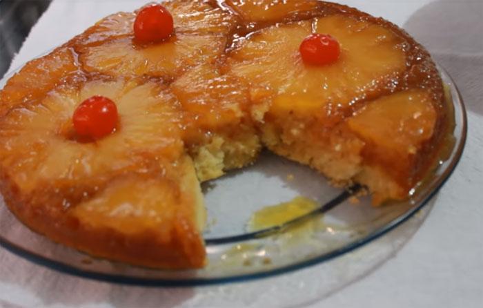 Bolo caramelizado de abacaxi muito fácil