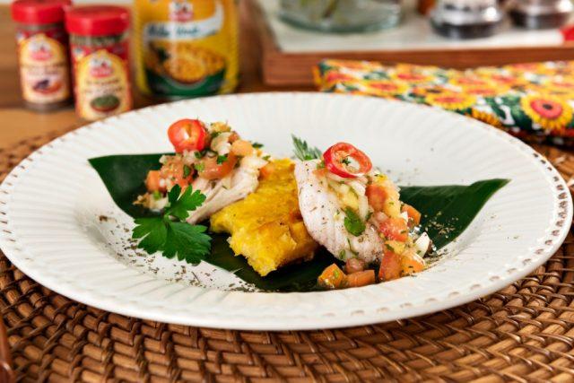 Pamonha de forno com peixe e salsa de tomate sensacional