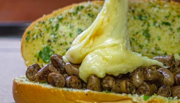 Pão de alho com coração de churrasco