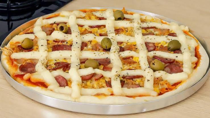 A melhor pizza caseiro do mundo com massa básica profissional