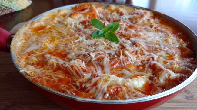 Lasanha de frigideira fácil de frango com molho bolonhesa