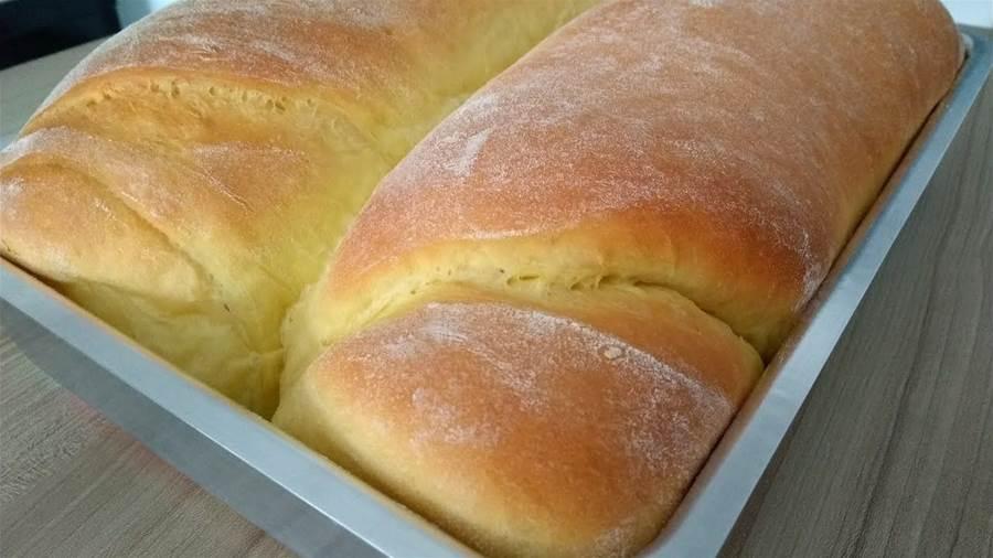 Pão caseiro de liquidificador rápido, fofinho e delicioso