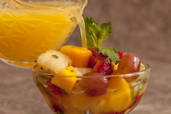 Salada de frutas refrescante deliciosa
