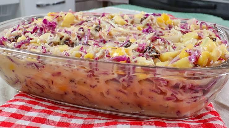 Salada tropical fácil e deliciosa para festas e churrascos em geral