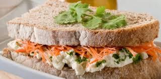 Sanduíche natural fácil de queijo cottage
