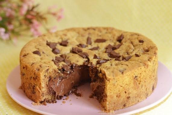 Torta cookie recheada com nutella fácil