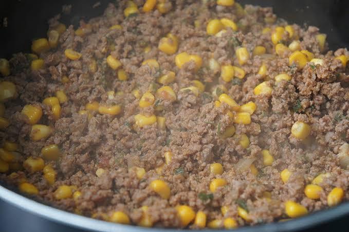 Carne moída refogada com milho de latinha