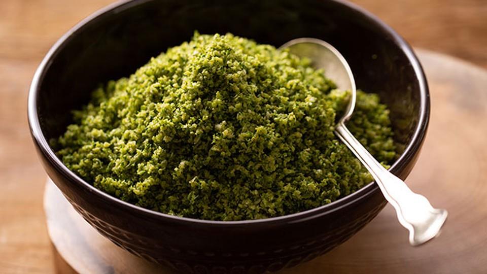 Cuscuz de brócolis caseiro fácil com apenas 4 ingredientes