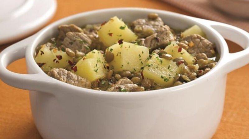 Ensopado de carne, batata e lentilha muito fácil e prático