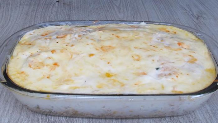 Macarrão de forno com frango delicioso