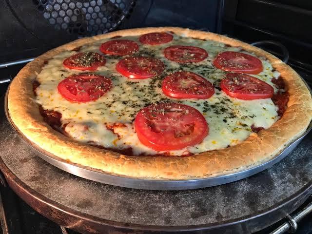 Receita de pizza de pão de queijo muito deliciosa