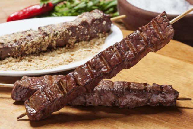 Como preparar um delicioso espetinho de carne