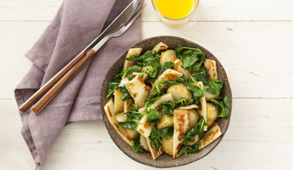 Como fazer salada morna de coalho com batata fácil