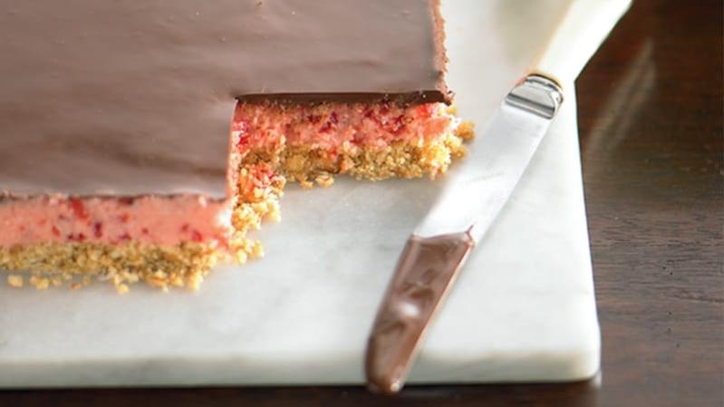 Receita de  torta gelada de chocolate com cereja caseira deliciosa