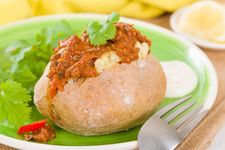 Receita de batata recheada à bolonhesa fácil