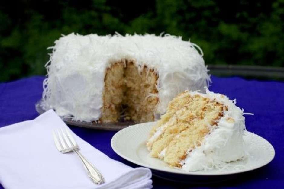Receita de bolo de festa de abacaxi com coco