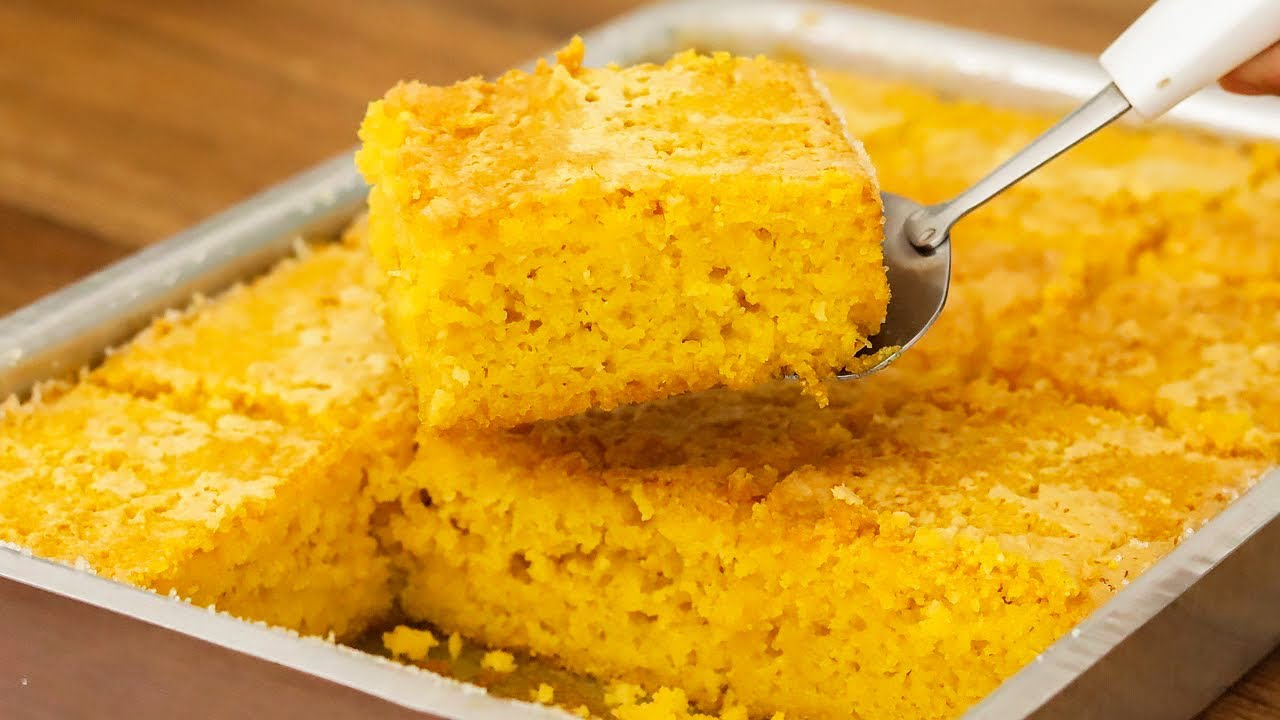 Receita de bolo de milho fofinho molhadinho e sem trigo de liquidificador super fácil