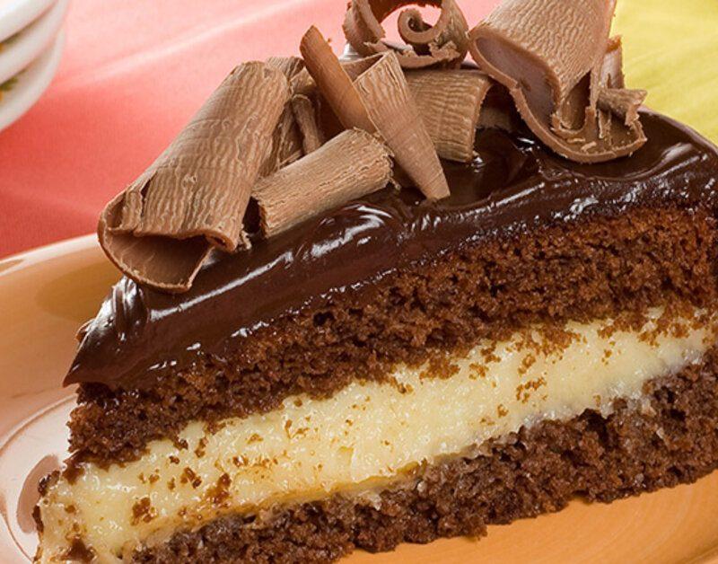 Receita de bolo prestígio com recheio de beijinho fácil e delicioso