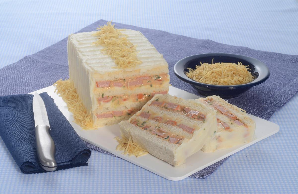 Receita de bolo salgado de salsicha muito saborosa e fácil de fazer