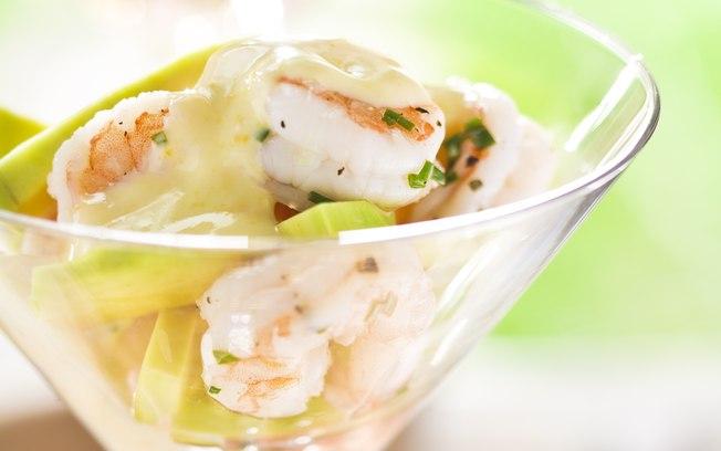 Receita de coquetel de camarão com abacate delicioso