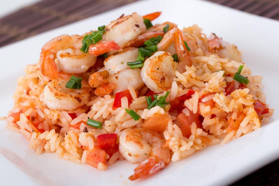 Receita de salada de arroz com camarão fácil