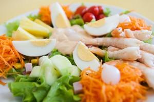 Receita de salada de camarão com abacaxi simples