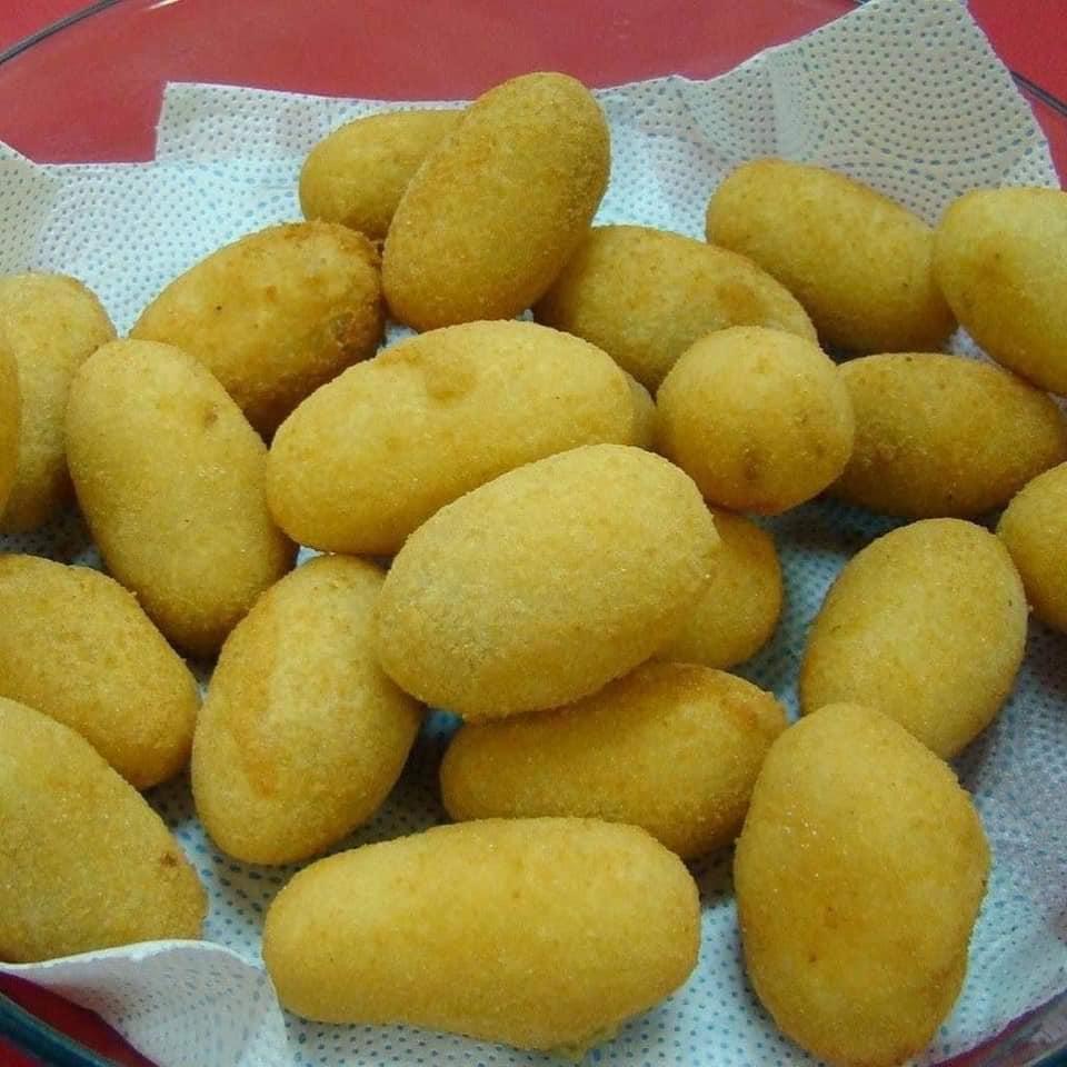 Bolinho de mandioca com carne seca caseiro sensacional e delicioso