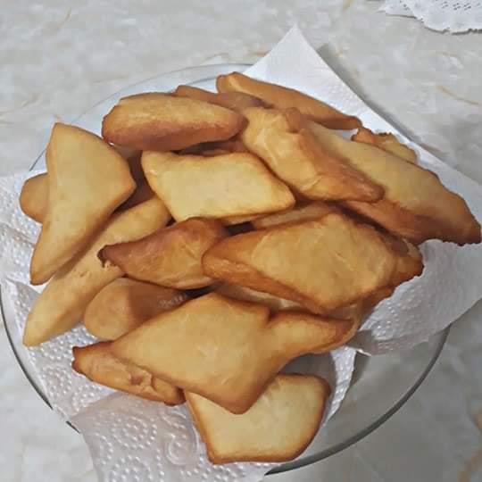 Bolinho frito de massa de pão impossível resistir a essa delícia