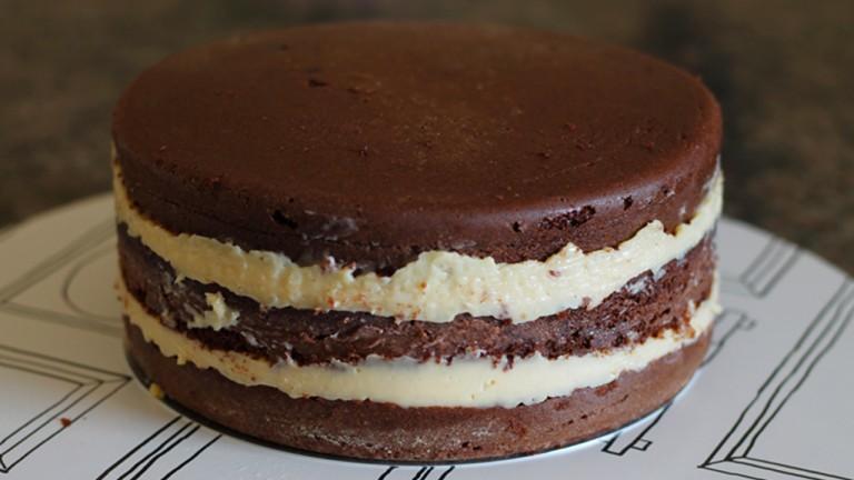 Bolo de chocolate profissional com massa especial para aniversário
