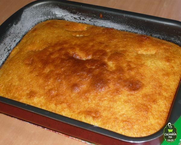 Bolo de milho cremoso com leite condensado e queijo ralado