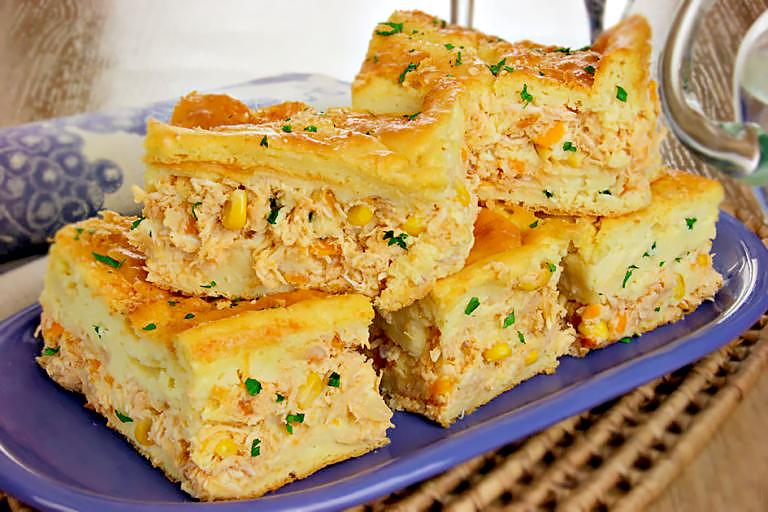 Deliciosa torta de frango com massa de mandioquinha
