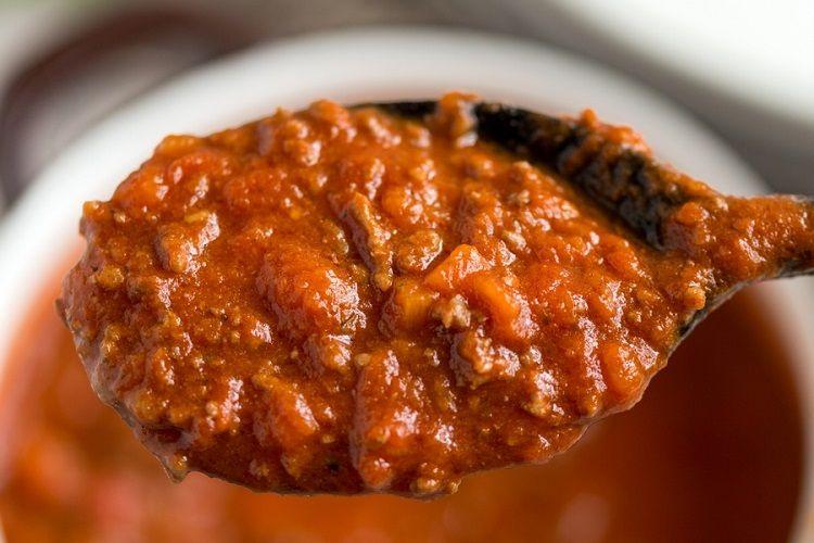 Molho bolonhesa tradicional molezinha de preparar e fica muito bom