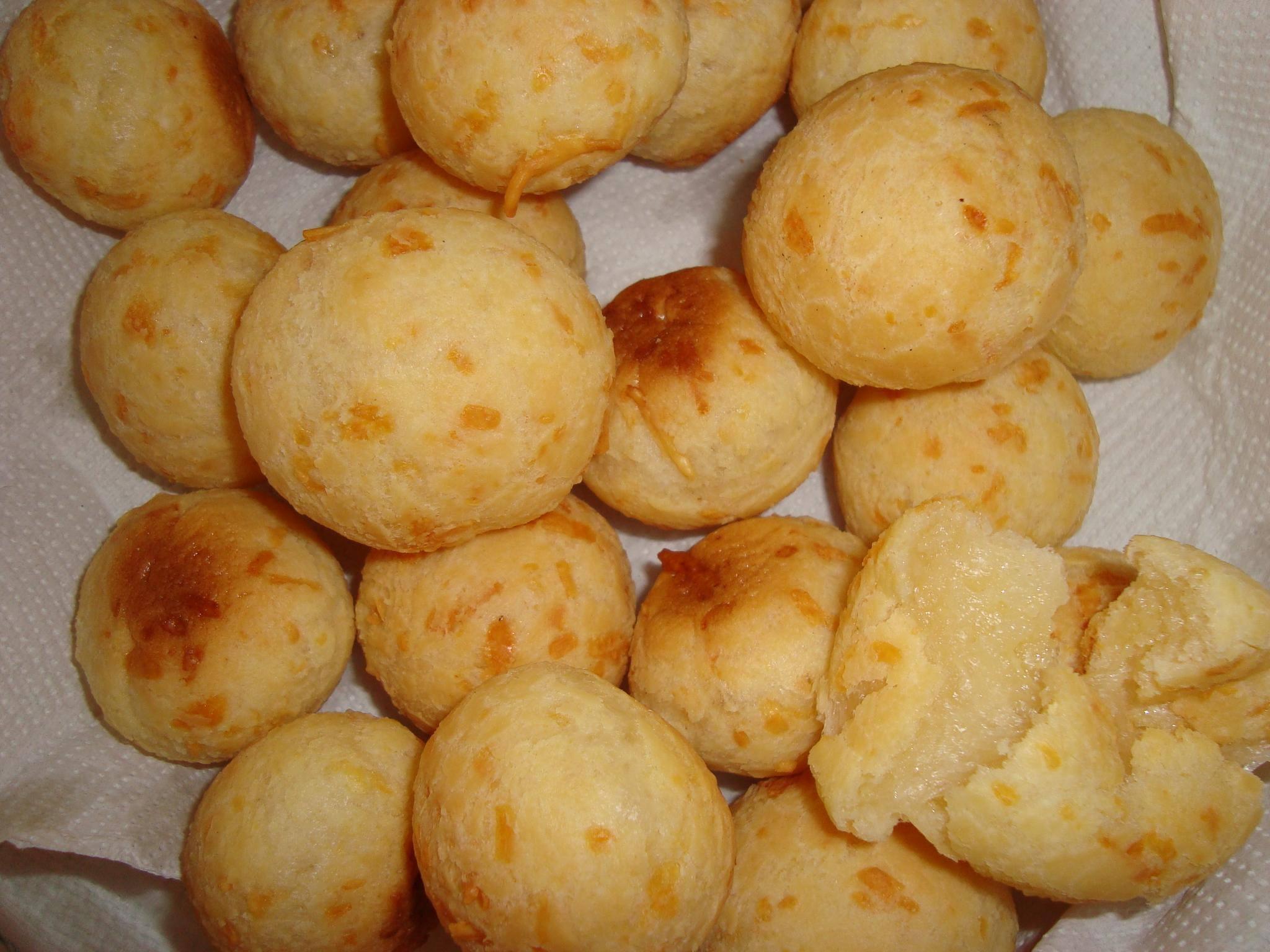 Pão de queijo que dá super certo e mole mole de fazer